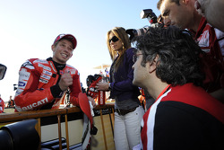 Ganador de la pole Casey Stoner, Ducati Marlboro Team