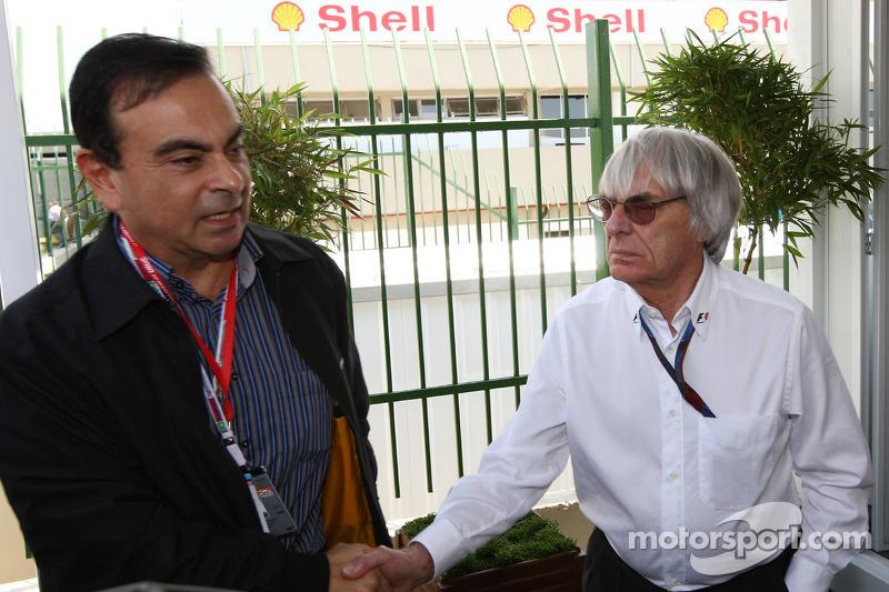 Carlos Ghosn, président de Renault, avec Bernie Ecclestone