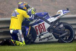 Valentino Rossi, Fiat Yamaha Team says 'Bye bye baby' to his Yamaha bike