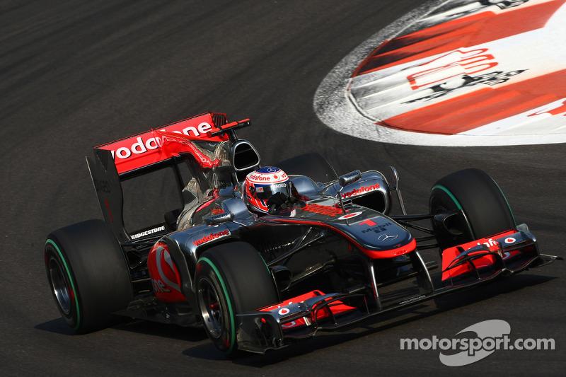 2010 - McLaren MP4-25: quinto lugar no Mundial de Pilotos, com 214 pontos