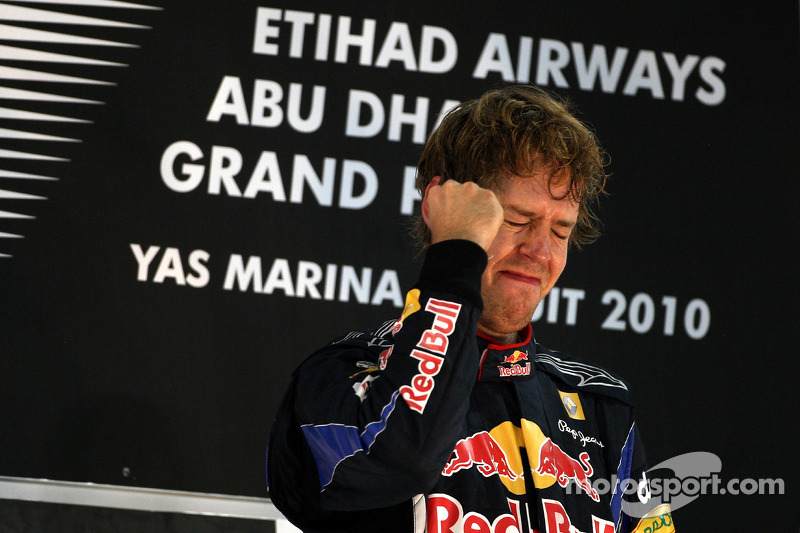 Emoción en el podio para Sebastian Vettel, Red Bull Racing, campeón del mundo de F1 2010