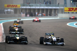 Heikki Kovalainen, Lotus F1 Team, Nico Rosberg, Mercedes GP