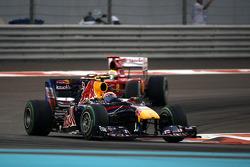 Mark Webber, Red Bull Racing leads Felipe Massa, Scuderia Ferrari