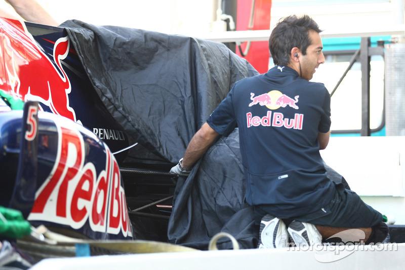 Sebastian Vettel, Red Bull Racing probleem met band