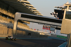 Sergio Perez, BMW Sauber F1 Team takes the checkered flag for the last time in 2010 as well as the final lap for 2010