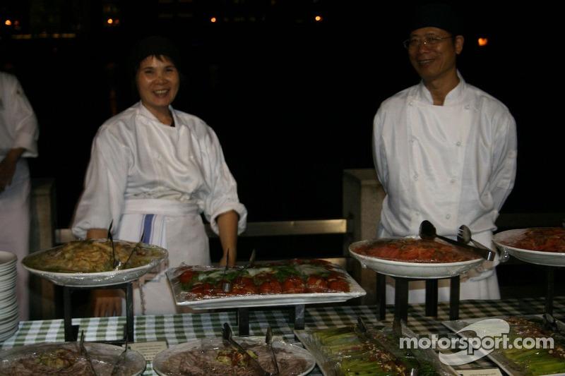Chefkoks en eten bij het feest van de Grand Prix Club