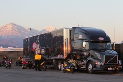 Full Throttle Tech Services Semi with the California foothill mountains in the background during the