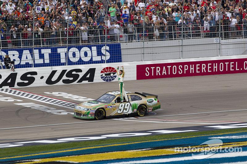 Race winner Carl Edwards, Roush Fenway Racing Ford