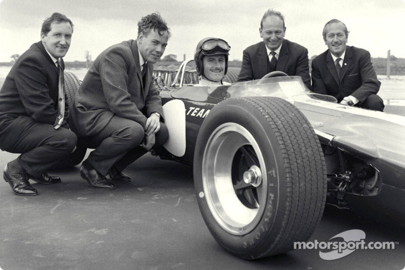 Lotus 49 Ford Rollout, Lotus Factory: Maurice Phillippe (Designer), Keith Duckworth (Engine Designer), Graham Hill (Driver), Mike Costin (Cosworth Engineer), Colin Chapman (Lotus Owner and Designer)