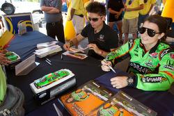 Autograph session: Danica Patrick, Andretti Autosport