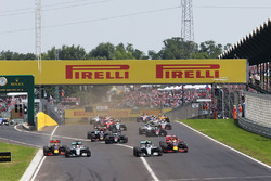 Max Verstappen, Red Bull Racing RB12; Lewis Hamilton, Mercedes AMG F1; Nico Rosberg, Mercedes AMG F1; and Daniel Ricciardo, Red Bull Racing battle for the lead at the start of the race