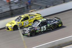 Clint Bowyer, HScott Motorsports Chevrolet, Matt Kenseth, Joe Gibbs Racing Toyota
