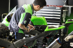Team Green, Mechaniker bei der Arbeit