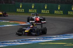Alex Lynn, DAMS leads Oliver Rowland, MP Motorsport