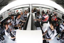 Jenson Button, McLaren, Fernando Alonso, McLaren y Ron Dennis, Presidente Ejecutivo de automóvil McLaren