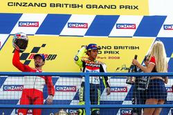 Podium: Sieger Valentino Rossi, Honda Team; 2. Max Biaggi, Yamaha Team; 3. Alex Barros, Honda Pons