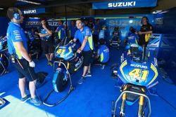 Box von Team Suzuki MotoGP