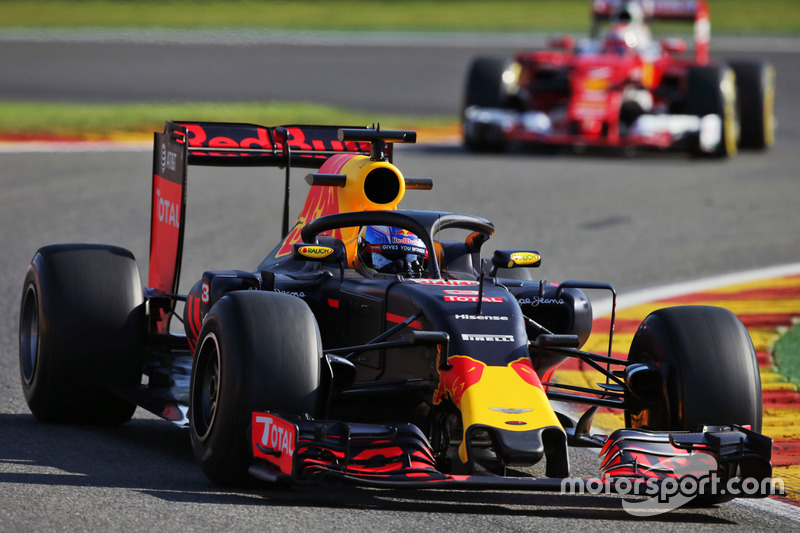 Daniel Ricciardo, Red Bull Racing RB12 Halo kokpit ile