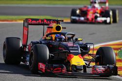 Daniel Ricciardo, Red Bull Racing RB12 met de halo cockpitbescherming