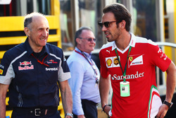 Franz Tost, Scuderia Toro Rosso director del equipo con Jean-Eric Vergne, Ferrari piloto de pruebas y de desarrollo