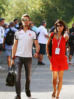Ромен Грожан, Haas F1 Team з дружиною Маріон Жолле Грожан, ведуча TF1 TV