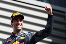 Даниэль Риккардо, Red Bull Racing празднует второе место на подиуме