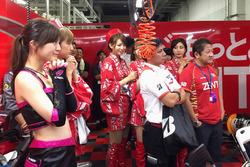Team Zent Cerumo garage atmosphere