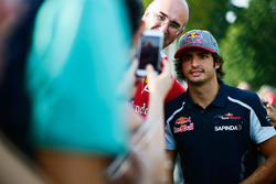 Carlos Sainz Jr., Scuderia Toro Rosso with fans