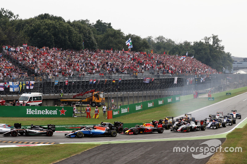 Pascal Wehrlein, Manor Racing MRT05 al inicio de la carrera