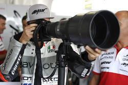 Francesco Bagnaia, Aspar Team Mahindra Moto3, versucht sich als Fotograf
