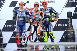 Podio: il vincitore Marc Marquez, Repsol Honda; secondo Jorge Lornenzo, Yamaha; terzo Valentino Rossi, Yamaha