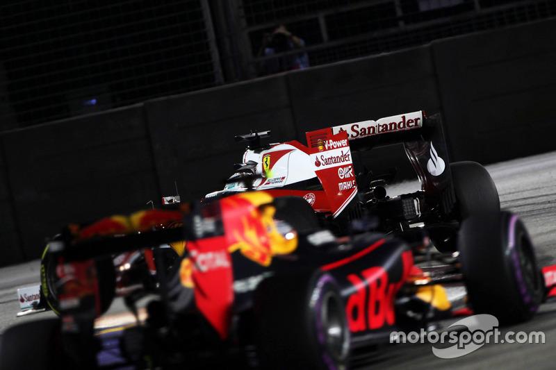 Sebastian Vettel, Ferrari SF16-H precede Daniel Ricciardo, Red Bull Racing RB12