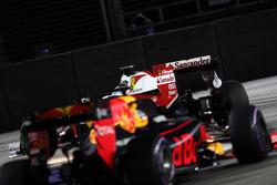 Sebastian Vettel, Ferrari SF16-H en Daniel Ricciardo, Red Bull Racing RB12