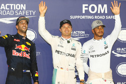 Clasificación Top 3; Pole position de Nico Rosberg, Mercedes AMG F1 W07 Hybrid; segundo Daniel Ricciardo Red Bull Racing; tercero Lewis Hamilton, Mercedes AMG F1 W07 Hybrid