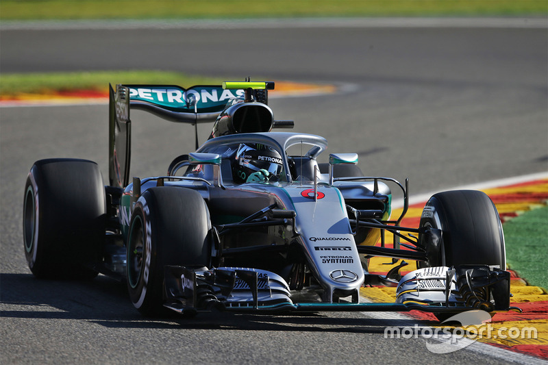 Mercedes W07, halo in teamkleuren