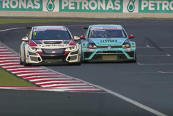 Роберто Колчіаго, Honda Civic TCR, та Стефано Коміні, VW Golf GTI TCR