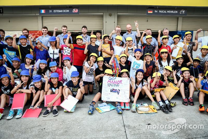 Юні уболівальники Manor Racing