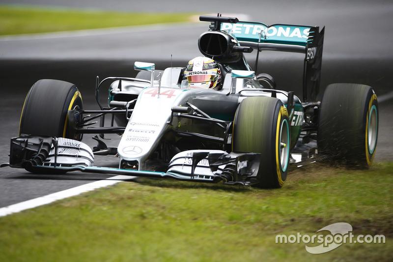 Lewis Hamilton, Mercedes AMG F1 W07 Hybrid, fuori pista