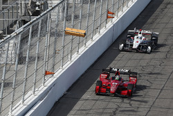 Graham Rahal, Rahal Letterman Lanigan Racing, Honda; Josef Newgarden, Team Penske, Chevrolet