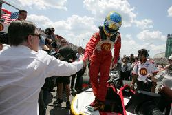Carl Haas congratulates pole winner Sébastien Bourdais