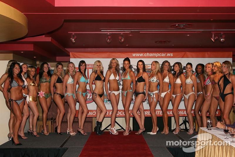Compétition de maillots de bain : une photo de groupe finale