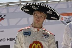 Presentación de pilotos: Sébastien Bourdais recibe un sombrero
