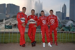 2006 IndyCar Series championship contenders photoshoot in Chicago: Sam Hornish Jr., Helio Castroneves, Dan Wheldon and Scott Dixon