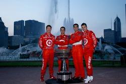 2006 IndyCar Series championship contenders photoshoot in Chicago: Scott Dixon, Helio Castroneves, Sam Hornish Jr. and Dan Wheldon