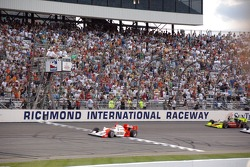 Helio Castroneves takes the green flag