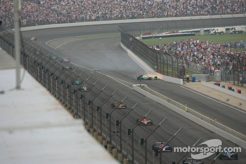 2007: Tony Kanaan crasht