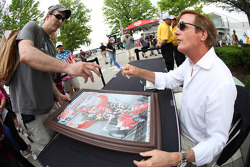 Danny Sullivan signs autographs