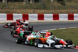 Адриан Сутиль, Force India F1 Team, и Витантонио Льюцци, Hispania Racing Team, HRT