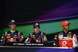 Mark Webber, Red Bull Racing and Sebastian Vettel, Red Bull Racing and Lewis Hamilton, McLaren Mercedes