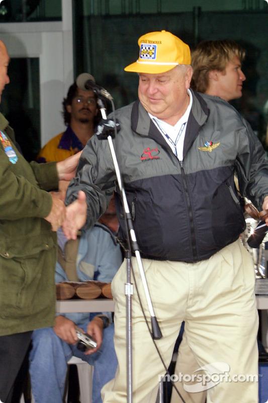 Bill York receives 'Un-sung Hero Award'